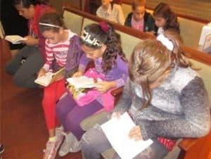 Girls from Zacharia saying Tehillim